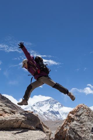 Esther Tan jumps over Everest